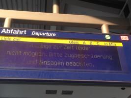 Die aktuelle Anzeige am Bahnhof in Oberschleißheim